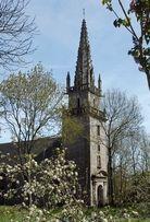 Aan de rand van de Bretonse plaats Pontivy (Morbihan, 56) ligt een kapel die is toegewijd aan Notre Dame de la Houssaye (Onze Lieve Vrouw van het Struikgewas). Tegen de achterwand bevindt zich een altaarretabel waar in steenreliëf dertien scènes zijn weergegeven uit Jezus' lijdens- en opstandingsverhalen. Het werd er in 1516 geplaatst en was een schenking van de plaatselijke kasteelheer en zijn vrouw, Jean en Marie de Rohan. Deskundigen menen dat het afkomstig is uit een atelier in Amiens.