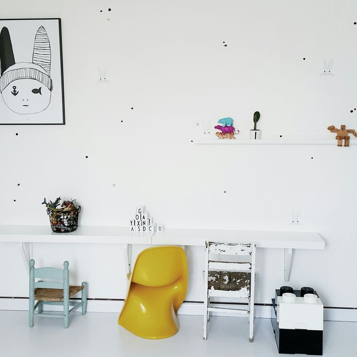 With a design aethestic that makes my heart flutter, I couldn't have a more perfect individual to interview for our first 'My Favourite Room' in the New Year. One of my all time favourite stylists, Linda from Live Loud Girl....