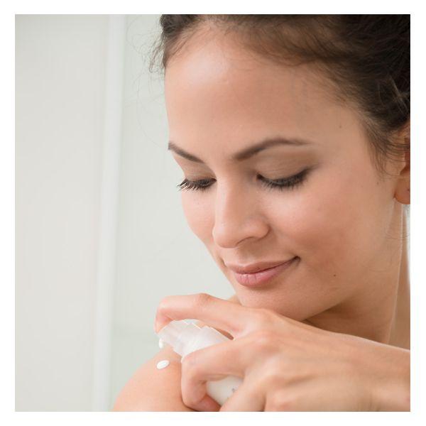 #lattecorpo #rosadamascena Con ringana torna al profumo della natura  Nel latte corpo ringana - www.freschidea.it - c'è l'olio di rosa damascena con tutto il suo profumo agisce armonizzante e rilassante. Inoltre, la ricca emulsione con olio di noci macadamia, acido ialuronico, olive, squalene rosenblütenöl e vitamine, è un vero toccasana per la pelle che necessita di idratazione profonda.  E-shop su www.freschidea.it Per info e/o acquisti scrivere a info@freschidea.it