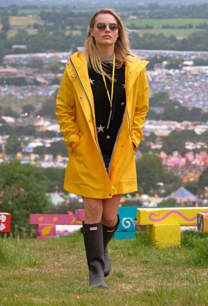 #festivalfashion #festivalinspo #festivalinspirationn #festivaloutfits #hunterboots #hunterblackboots #yellowraincoat #raincoat