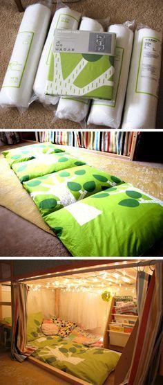 Kissen Matratze unterm Hochbett. Kuschelecke mit Lichterkette