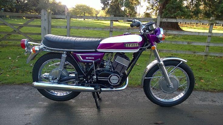 Ferro Velho Motos Antigas : Fantástica Lilás ou Roxa Yamaha R5 --350 cc - 1971
