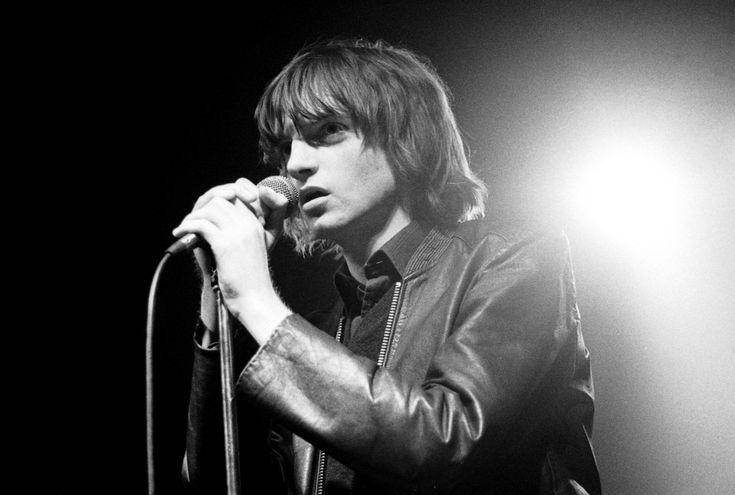 Muere Mark E. Smith, cantante y líder de la banda británica The Fall. El cantante y líder de la banda The Fall, Mark E. Smith, durante un concierto en 1979.