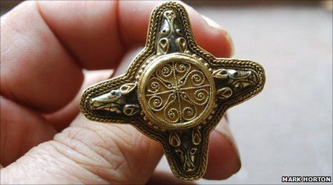 Rare Anglo-Saxon gold ring, which featured on a new BBC archaeology programme, is to go on display at Berkeley Castle, 8th century.