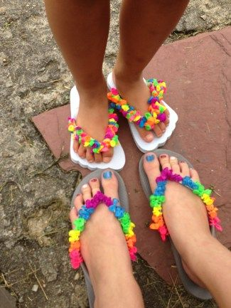 BALLOON FLIP FLOPS - EASY DIY for kids of all ages.  Could put together a cute kit for a bday gift... or do for favors at a bday party.