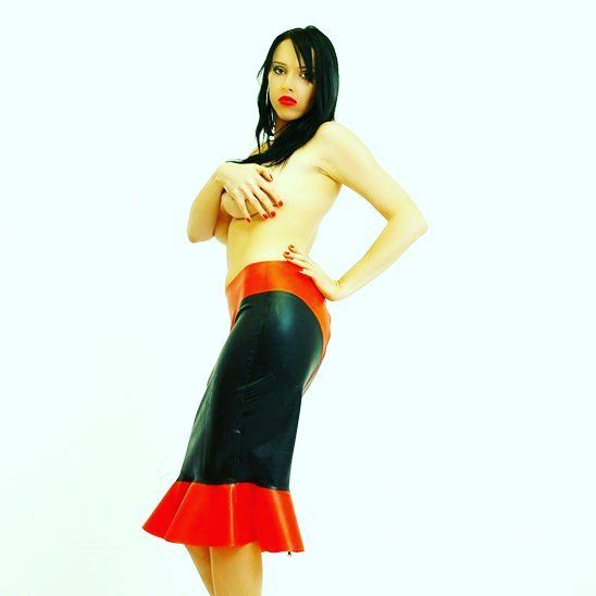 #latexfetish #skirt #latex #dress #pleasure #black #red #instagirl #ootd #trendalert #fetish #fetishmodel #picoftheday