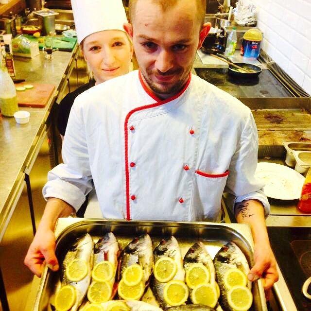 Zapraszamy na doradę z purée ziemniaczanym, bukietem warzyw i sosem andaluzyjskim #letarg #letargbistro #cook #cooking #dorada #fish #lemon #lemons #food #foodporn #kitchen #cuisine #staff #polishgirl #polishboy #hungryeat #foodporn #instafood #foodgasm #amazing #poznan #place #eatig