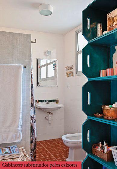 Caixotes de madeira: úteis e estilosos até no banheiro. Viva as feiras!