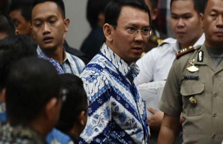 Суд Джакарты приговорил 9 мая бывшего губрнатора индонезийской столицы Басуки Тджахаджу Пурнаму, известного по прозвищу Ахок, – этнического китайца и члена протестантской общины – к двум годам тюрьмы за «кощунство», сообщает 316NEWS со ссылкой на blagovest-info.ru. Судьи оказались более суровыми, ч