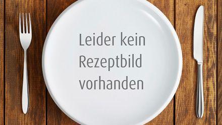 Rezept für Gratinierter Blattspinat-Knödel-Auflauf. So einfach und köstlich kann Kochen sein: Gratinierter Blattspinat-Knödel-Auflauf. Ein Fall für die Blitzküche.