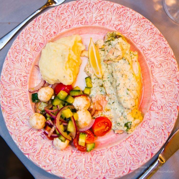 Ugnsbakad lax med örter och mos | 56kilo.se | lax, fisk, fisk i sås, lax i sås, laxfilé