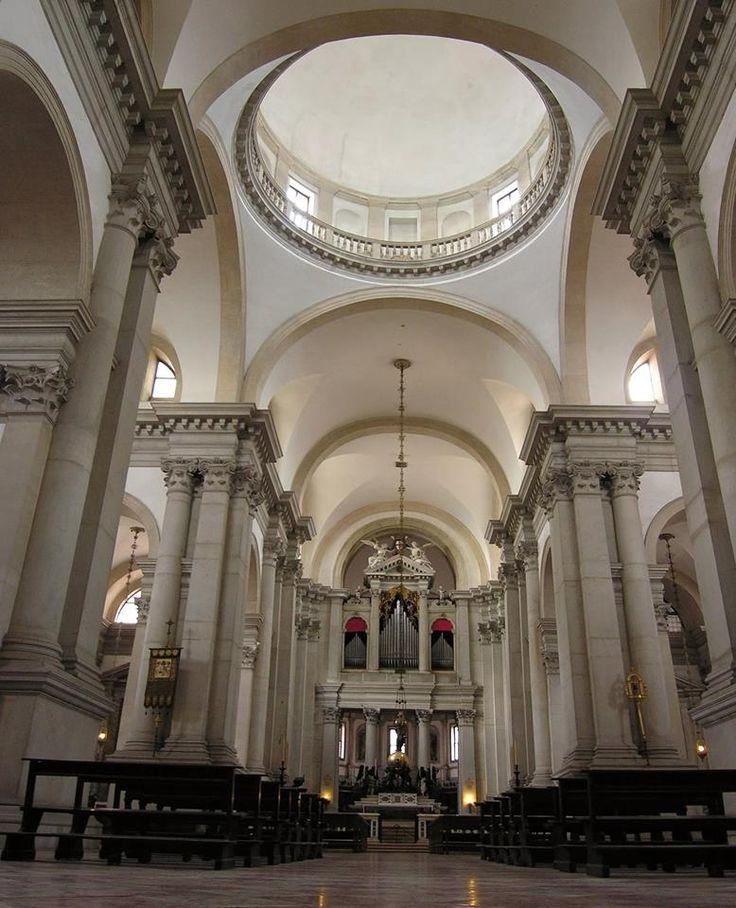 Venezia, Basilica di San Giorgio Maggiore, opera del Palladio. Veduta dell'interno.  Dottrina dell'Architettura