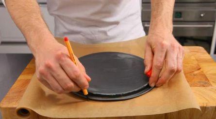 Wittechocolade-cheesecake met bosvruchtensaus - Recept - Allerhande - Albert Heijn