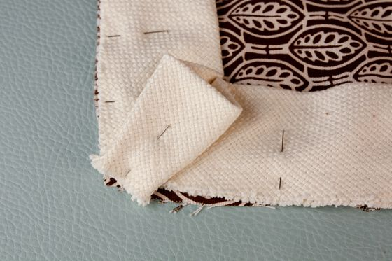 TUTORIAL: toss pillow w/contrast flange from ModHomeEc