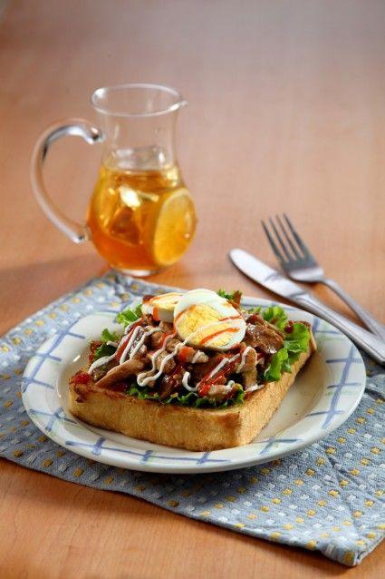 Buat sarapan pagi dengan roti panggang yuk! Nah, teriyaki mushroom french toast ini salah satunya.