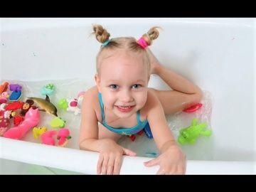 Играем в ванной с игрушками для детей !!! Краски для ванны Веселое купание !!! Штампики для детей http://video-kid.com/21303-igraem-v-vannoi-s-igrushkami-dlja-detei-kraski-dlja-vanny-veseloe-kupanie-shtampiki-dlja-detei.html  Играем в ванной с игрушками для детей !!! Краски для ванны Веселое купание !!! Штампики для детей Подарок для Алисы!!! Тигр как у Теи !!! Киндер МАКСИ с сюрпризами !!! Алиса пробует новые ВКУСНЯШКИ !!! Ловит покемонов на детской площадке !!! Едет в зоопарк…