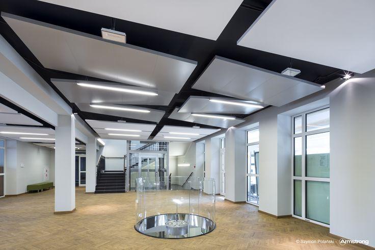 Akademia Obrony Narodowej, Armstrong, sufity podwieszane, sufit akustyczny, ceiling, acoustic, edukacja, OPTIMA L Canopy