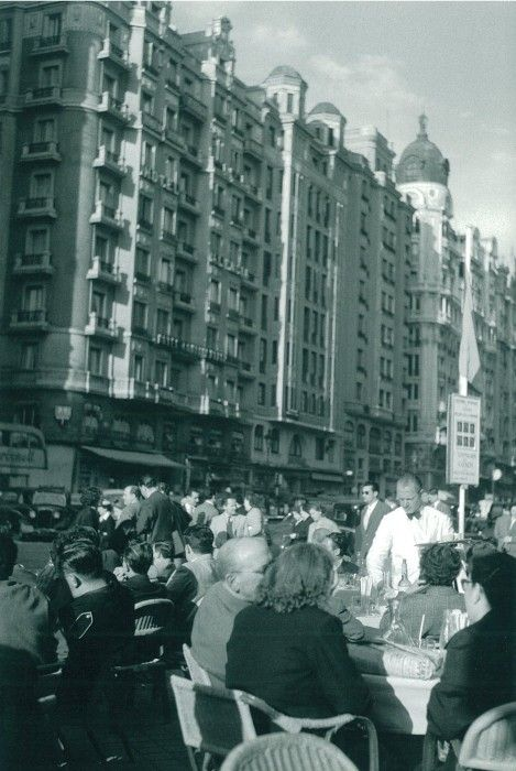 A lively terrace on 'Gran Vía', Madrid, May 1955 / Photo by Cas Oorthuys