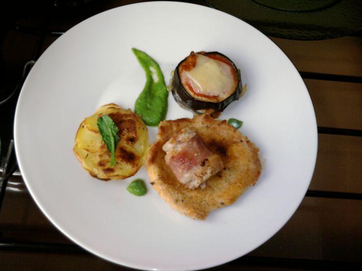 JHS  / 2 Petites variations de porc rôti en panure roulé, l'aubergine parmigiana, pomme de terre tarte et sauce au fenouil Gino D'Aquino