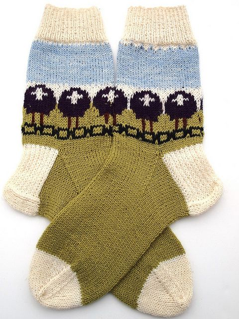 Purple Sheep Heid December socks by yarnloopie, via Flickr