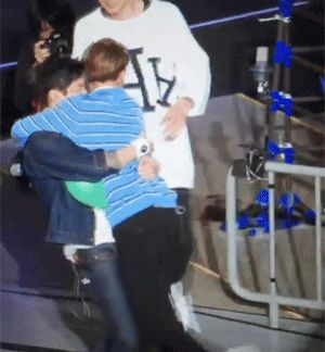 Japan Fanmeeting 150417 : Balloon Popping Game - Lay and Suho (2/2)