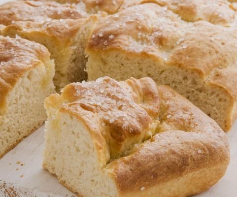 Røres sammen på røremaskinen dagen i forvejen og hældes over i bradepanden når det skal bages. Recipe in danish.