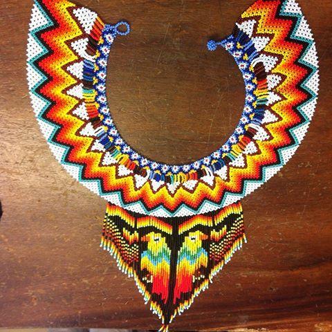Okama OO mista #feliz #dias #mawa #colores #tradición #collar #mostacilla #chaquira #moda #bera #indígenas #salento #medellin
