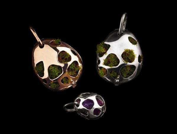 Jewelry Green - Uterus -  photo: N. Baglioni
