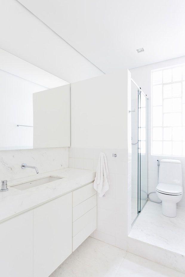bathroon all in white - for inspirtation mine guture bathroom.