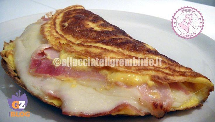 l'omelette prosciutto formaggio alla francese a differenza della frittata è cremosa all'interno....buonissima