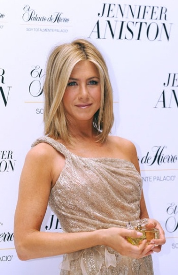 Jennifer Anniston... Love the cut and color - ok maybe gotta go back to blonde .
