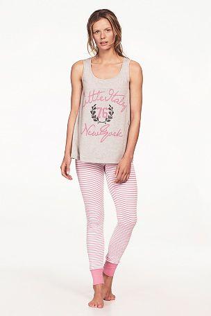 Sköna pyjamasleggings med resår i midja och i benslut. Beninnerlängd ca 76 cm i stl 38/40. <br><br>95% bomull, 5% elastan<br>Tvätt 40°