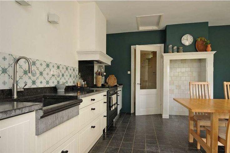 Deze keuken is een verrassende mix van modern en ambachtelijk de originele schouw is gebleven - Keuken originele keuken ...