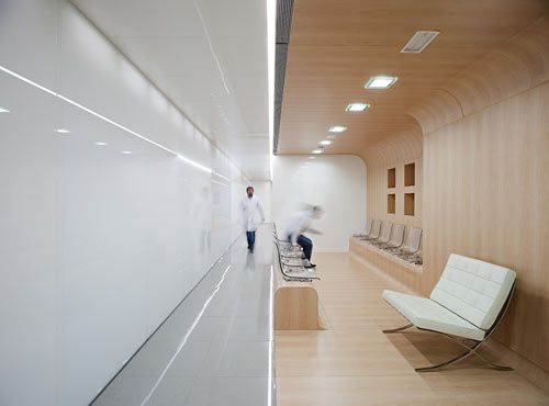 Can you believe that this is a dental office? Designed by Estudio Arquitectura Hago, the white polished layout and light wooden panels are perfectly synced with the glass walls and transparent chairs.