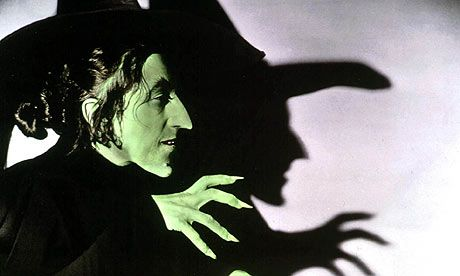 Margaret-Hamilton-as-the witch