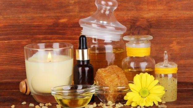 Come eliminare i cattivi odori di casa in modo naturale...Hai cucinato un bel fritto misto ma poi per tutto il resto della giornata l'odore è ristagnato in tutti gli ambienti di casa? Oppure un ospite poco educato ha fumato a casa tua e non sai come far andare via l'odore di sigaretta dal soggiorno? Non è necessario ricorrere a deodoranti chimici per eliminare i cattivi odori che si accumulano in casa, spesso è sufficiente solo qualche rimedio naturale che non solo si rivela molto più…