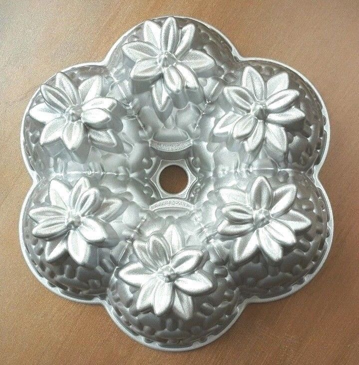 Nordic Ware Platinum Collection Aloha Bundt Pan Cake