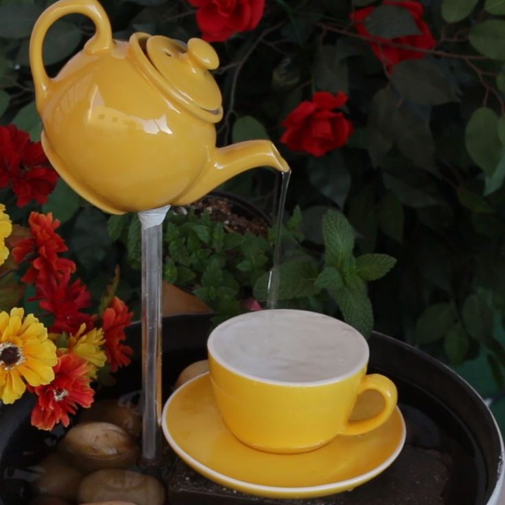 Teapot Fountain // #outdoors #fountain #teapot #garden #diy #Nifty