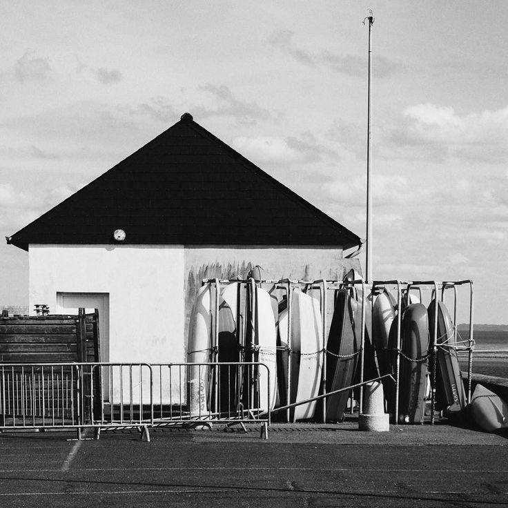 Surf house       #bretagne  #street #Sea #photography #bw #noiretblanc #blackandwhite #noir #bw_streetphotography #streetphoto #bnw #bw_crew  #bnw_captures #bnw_society #streetphotography_bw #monotone #monochrome #instadaily #instablackandwhite #insta_street #insta_bw #bw_photooftheday #black #France  #labretagnecavousgagne #surf #sea #sport #house