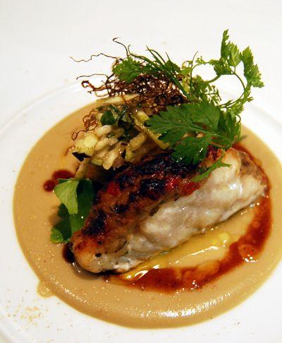 Poisson du jour image du jour par le chef.  cuisine française émuN Michelin one-star restaurant Tokyo. Ebisu,Tokyo Japan. kurosuke ishigaki