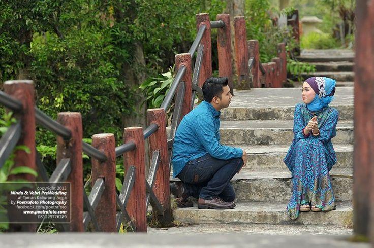 Foto Pre Wedding Outdoor Muslim di Yogyakarta by Poetrafoto Pre Wedding Photography Jogja, http://prewedding.poetrafoto.com/foto-prewedding-photography-outdoor-muslim-yogyakarta_463