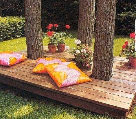 Habiller un arbre avec un banc en bois, des modèles !