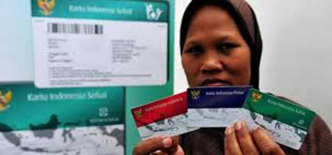 JAKARTA, (tubasmedia.com) – Wakil Ketua DPR, Fadli Zon mengatakan, DPR akan menggunakan hak tanya terkait diluncurkannya tiga kartu sakti oleh pemerintah. Kartu tersebut yakni, Kartu Indonesia Sehat (KIS), Kartu Indonesia Pintar (KIP) dan Kartu Keluarga Sejahtera (KKS).