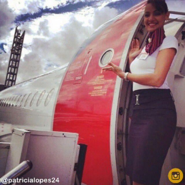 TAM Airlines Stewardess @Patricialopes24 #welcome #tamlinhasaereas #cabincrew #crewlove #crewlife #voetam #beautiful #airport #airplane #cabincrewlife  @tamlinhasaereas