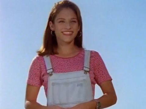 Pink Power Ranger = Amy Jo Johnson