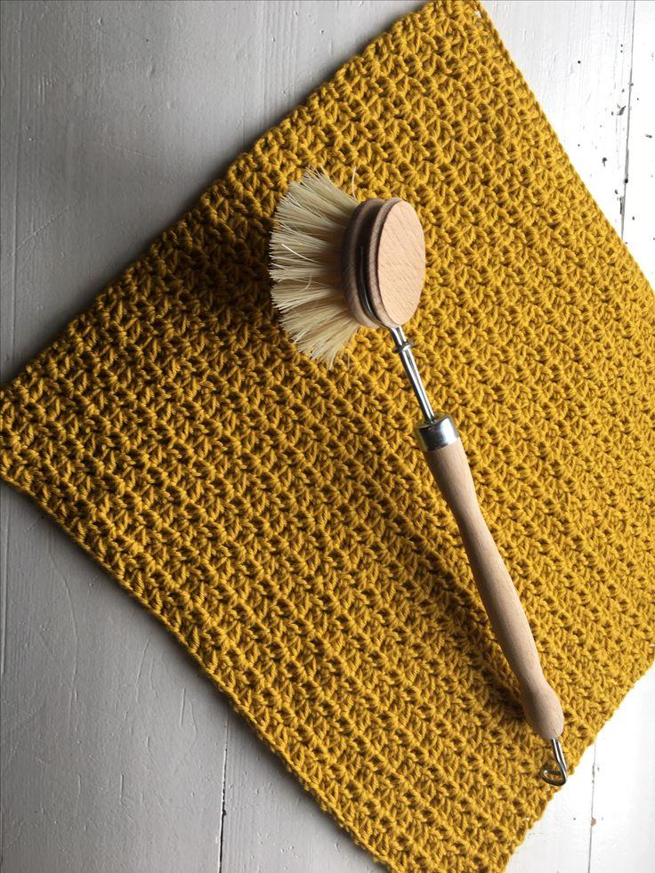 Dejlig let og lækker karklud hæklet i v-mønster. Du finder en guide i mønsteret…
