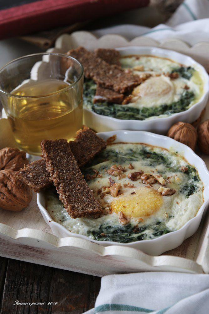 Cocotte di spinaci cremosi e uova al forno, comfort food per #Seguilestagioni Ottobre