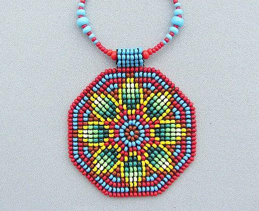 Semilla con cuentas collar de geometría sagrada, collar Mandala, Mandala, nativos americanos, la joyería del arte. Yellof verde flor en rojo.