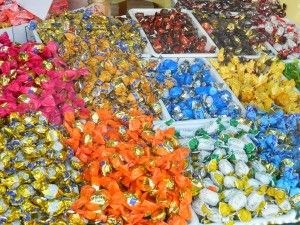 Would anyone care for some candy? :D http://mihaelaburuiana.com/cartisicalatorii/bansko/