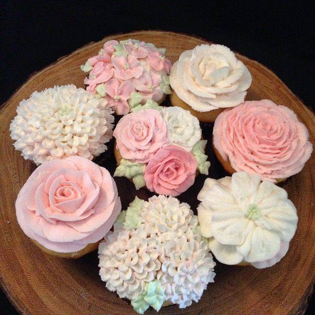 Don't forget that #mothersday is right around the corner! Preorder her favourite treat to guarantee she'll have a #deliciousday! #buttercream #floralcupcakes #cupcakes #cakes #macarons #donuts #cookies #marshmallows #andmore! #portcredit #portcreditbakery #mississauga #mississaugabakery #toronto #torontobakery #sassyandsweet